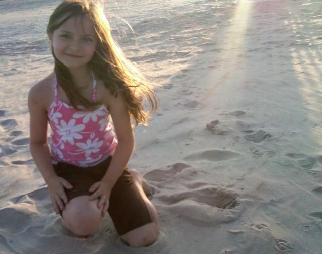 madelyn on beach2